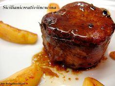 Filetto di maiale avvolto nella pancetta, rosolato a fuoco vivo in padella e poi con una cottura in forno per fare restare la carne morbida e succo...