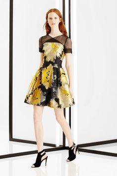 Carolina Herrera New York Pre-Fall 2016 Yellow Fashion, Lovely Dresses, Dress Patterns, Pattern Dress, Carolina Herrera, Fashion Models, Spring Fashion, Short Dresses, Fashion Photography