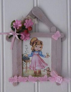 les p'tites mains bricoleuses Small frame with wooden sticks No. 4 The little girl and the bird Diy Popsicle Stick Crafts, Popsicle Stick Houses, Handmade Crafts, Diy And Crafts, Crafts For Kids, Paper Crafts, Ice Lolly Stick Crafts, Frame Crafts, Christmas Crafts