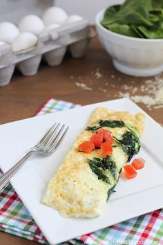 Easy Spinach & Egg White Omelette | an easy clean eating omelette that makes the perfect healthy breakfast!