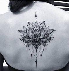 Resultado de imagen para flor de loto una tattoo espalda