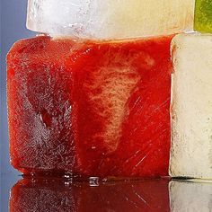 Do your ice cubes a favor and freeze in a lot of flavor! These 21 cool cube combos will amp up the taste--and look--of your summer drinks. Easy Healthy Dinners, Easy Dinner Recipes, Ice Cube Recipe, Flavored Ice Cubes, Cool Cube, Ice Bowl, Bloody Mary Bar, Florida Food, Ice Cube Trays