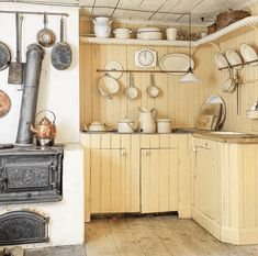 30 Nifty Small Kitchen Design and Decor Ideas to Transform Your Cooking Space - The Trending House French Home Decor, Cute Home Decor, Home Decor Kitchen, Home Decor Styles, Country Kitchen, Home Decor Accessories, Cheap Home Decor, Unfitted Kitchen, Boho Home