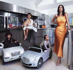 North West Style Love this photo of Kim Kardashian with North, Saint and Chicago West. From Vogue Magazine. Estilo Kardashian, Familia Kardashian, Looks Kim Kardashian, Kardashian Family, Kardashian Style, Kardashian Jenner, Kourtney Kardashian, Kardashian Wedding, Kim Kardashian Kanye West