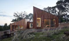 Australský dům vesvahu Two Halves House jerozdělen nadvě poloviny