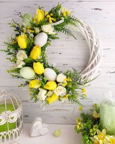 Easter Flower Arrangements, Easter Flowers, Diy Easter Decorations, Easter Wreaths Diy, Easter Centerpiece, Diy Wreath, Front Doors, Deco Mesh, Burlap Bows