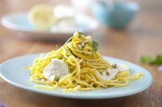 Błyskawiczne spaghetti z cukinią i orzechowym pesto Spaghetti, Pesto, Dips, Ethnic Recipes, Food Ideas, Sauces, Dip, Noodle