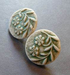 Image of Sweet Floral Shank Button Set in Matte Green