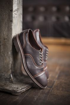The distressed kudu leather conveys a unique richness only found in the Allen Edmonds Overlord shoes.