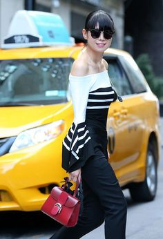 The 40 Best Bags on the Arms of New York Fashion Week Spring Celebrity Attendees New York Fashion, Style Fashion, Der Arm, Types Of Girls, Beautiful Handbags, Best Bags, Fashion Over 40, Everyday Look, Timeless Fashion