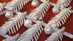 И снова ёлочные игрушки своими руками. На этот раз предлагаем посмотреть вариантыприменения ёлочной игрушки, которую мы плели в предыдущем мастер-классе. Посмотреть можно здесь  https://www.youtube.com/watch?v=hIrpC...