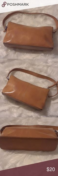 Banana Republic Small Handbag Preowned, gently used, still in good condition with little visual signs of wear as shown in pictures Banana Republic Bags