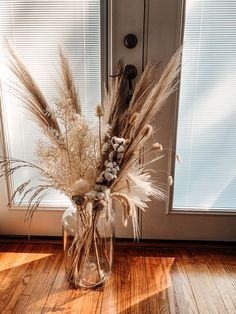 Dried Flower Arrangements, Dried Flowers, Fall Home Decor, Autumn Home, Living Room Decor, Bedroom Decor, Grass Decor, Home Decor Inspiration, House Design
