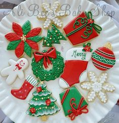 Tons of cute Christmas cookie decorating ideas from various bloggers, via this post in Sweet Adventures of Sugarbelle!