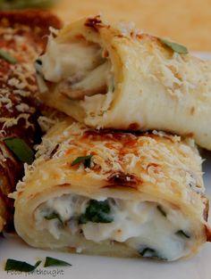 Κρέπες με κοτόπουλο και μανιτάρια.  http://laxtaristessyntages.blogspot.gr/2015/03/crepes-me-kotopoulo-kai-manitaria.html