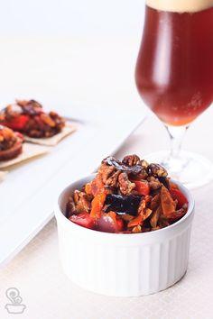 se você está procurando um petisco gostosinho e super fácil de fazer, você vai adorar essa caponata de berinjela!