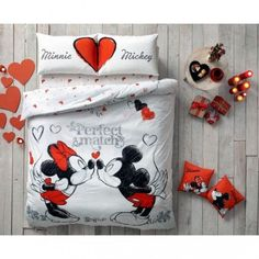 Disney Mickey and Minnie Perfect Match Bedding Set Double Duvet Cover Set Full/Queen Minnie Mouse Bedding, Mickey Mouse Bedroom, Disney Bedding, Disney Mickey Mouse, Casa Disney, Theme Mickey, Disney Bedrooms, Disney Home Decor, Duvet Cover Design