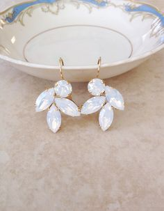 Gorgeous pair of Swarovski rhinestone leaf earrings featuring crystal white opal crystals. Earring are 1 long, wide. Thanks for stopping by. Rhinestone Earrings, Leaf Earrings, Bridal Earrings, Wedding Jewelry, Gold Rhinestone, Rhinestones, White Opal, Matte Gold, Bridesmaid Jewelry