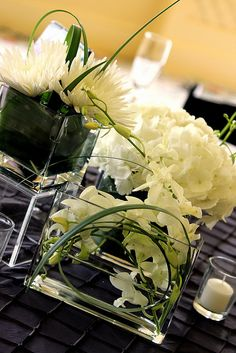Love these modern floral arrangements. #weddings