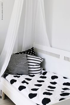 wat kind of kids want a Black & White kid room? stupid fashionista parents are stupid! >>>>> I think it's pretty and different Girl Room, Girls Bedroom, Bedroom Black, White Kids Room, Toddler Rooms, Toddler Bed, White Nursery, Home Office Decor, Home Decor