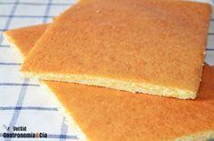 Uno de los bizcochos clásicos de pastelería es el que se conoce como Genovesa o Bizcocho genovés. Es un bizcocho esponjoso y suave, pero algo seco, por eso se elabora como base de tartas y pasteles. Hay distintas fórmulas para hacer este bizcocho que varían según el pastelero. Se caracteriza, entre otras cosas, porque no se utiliza levadura, lo que conlleva a la necesidad de montar bien los huevos para conseguir un bizcocho esponjoso. Del bizcocho genovés ya os habíamos hablado y presentado…