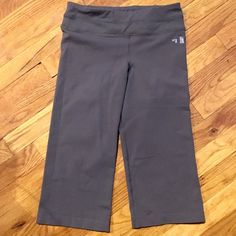 North Face workout capris North Face running/yoga capris. Falls right below the knee or right above depending on height. Loose fitting at the bottom, fitted at the waist. Single pocket at waist. Worn twice. North Face Pants Capris
