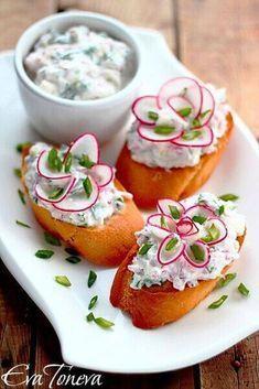cutest radish flowers - recipes in bulgarian Mmmmm. Cute Food, Good Food, Yummy Food, Bulgarian Recipes, Food Carving, Food Garnishes, Garnishing, Flower Food, Snacks Für Party