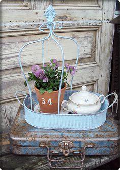 V i n t a g e ♥ B r o c a n t e ... An old lamp shade frame??
