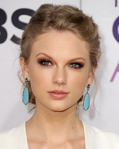 5-maquiagens-da-Taylor-swift-para-usar-na-formatura-beleza-borboletas-na-carteira-2
