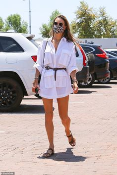 Alessandra Ambrosio Style, Boho Outfits, Casual Outfits, Carrie Bradshaw Outfits, Outfits Con Camisa, Carrie White, Newspaper Dress, Preppy Girl, Victoria Secret Fashion