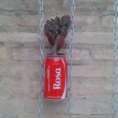 Jardín vertical realizado con botes de refrescos de cola – Vertical Garden made with cans of cola