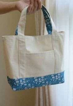 Cómo hacer un bolso de tela muy fácil - - Bag Patterns To Sew, Sewing Patterns, Tote Pattern, Patchwork Patterns, Sewing Hacks, Sewing Projects, Tote Bags Handmade, Diy Tote Bag, Handmade Bracelets