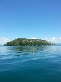 Isola martana lago di bolsena italia Small Towns, Earth, Tours, Italy, Mountains, History, Places, Travel, Italia
