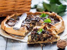 Torta salata senza burro con bietole, funghi, noci e formaggio filante Italian Recipes, Italian Foods, Cheesesteak, Stuffed Mushrooms, Cake, Ethnic Recipes, Vegan, Food Cakes, Stuff Mushrooms