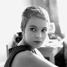Jean Seberg is one of our favorite indie beauty muses who break the Hollywood mold. Click the link in our bio to find out who else made the list.