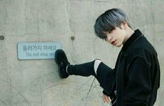 Image about style in ULZZANG BOYS by yanjunbabes There is absolutely no disadvantage to flicking Korean Boys Ulzzang, Cute Korean Boys, Ulzzang Boy, Korean Men, Asian Boys, Critique Film, Korea Boy, Korean People, Pose Reference