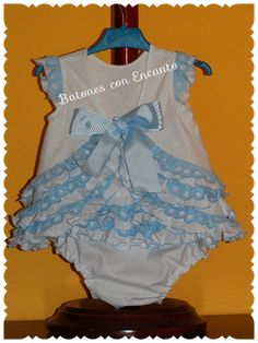 Batones con Encanto: Traje de flamenca para bebés.