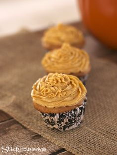 Pumpkin Pie Spice Buttercream Frosting Recipe: It's What is for Dessert! Frosting Recipes, Buttercream Frosting, Cupcake Recipes, Cupcake Cakes, Dessert Recipes, Cupcake Ideas, Cup Cakes, Homemade Cake Recipes, Pumpkin Recipes
