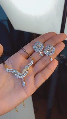 Antique Jewellery Designs, Fancy Jewellery, Gold Jewellery Design, Gold Mangalsutra Designs, Diamond Mangalsutra, Mangalsutra Bracelet, Jewelry Design Earrings, Gold Earrings Designs, Beaded Jewelry
