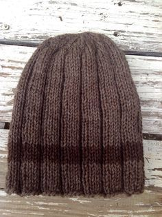 Free quick and easy men's hat pattern, just in time for last minute Christmas knitting!