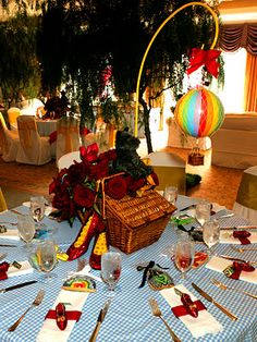 Look at this Wizard of Oz table! Nicole Richie's Wizard of Oz Baby Shower! Celebrity Baby Showers, Girl Birthday, Birthday Parties, Themed Parties, Birthday Ideas, Rainbow Balloons, Centerpieces, Table Decorations, Centerpiece Ideas