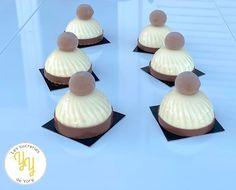 On continue avec les recette de Noël avec ces petits bonnets à la Vanille et au Marron. Ces petits gâteaux sont composés - d'un sablé vanille, - d'un moelleux marron - d'un crémeux marron - d'une mousse onctueuse à la vanille de Madagascar