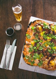 If you plan cleverly, you can experience a few of the best things that Cape Town has to offer: natural beauty, good food, and spectacular views. National Dish, Cape Town South Africa, Wood Fired Pizza, Places To Eat, Kids Meals, Food To Make, Cravings, Good Food, Favorite Recipes