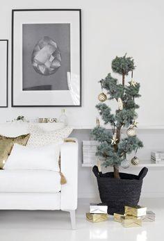 Salón-comedor navideño en contraste | Decorar tu casa es facilisimo.com