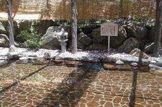 開放的で気持ちの良い露天温泉岩風呂。