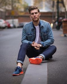 Reach for a blue denim jacket and navy jeans for a refined yet off-duty… [Mens fashion] // // Blue Jeans Outfit Men, Navy Jeans, Blue Denim, Boy Outfits, Casual Outfits, Fashion Outfits, Mode Man, Blue Trainers, Denim Jacket Men