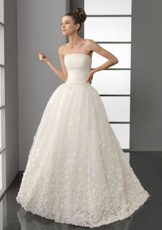 Ball Gown Strapless Sweep/ Brush Train in Organza Tulle Wedding Dress