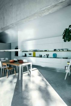 Country: Italy - City: Udine - Model: Kalea silk-effect white lacquer - Design: Arch. Robby Canturatti #CesarKitchen #design #interiors #kitchen