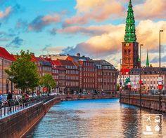 Copenhague é a capital e maior cidade da Dinamarca. Ela é simplesmente linda e encantadora.   Que tal ir visitá-la? Conte com a Clube Turismo para te ajudar a organizar esse passeio ;)  Consulte mais informações: lalasponchiado.home@clubeturismo.com.br  #AmoViajar #CurtaoBrasil #AproveiteSuasFerias #OndeEuQueriaEstarAgora #QueDestinoeEsse #VenhaConhecer