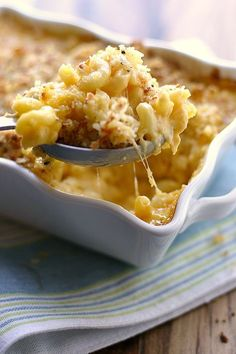 The Best Macaroni and Cheese I've Ever Made We make a lot of mac and cheese at my house. Not the orange, powdery mac and cheese, but the real stuff. The winter makes mac and cheese some how imperative in one's weekly diet. Well, maybe not at your house, Best Macaroni And Cheese, Making Mac And Cheese, Homeade Mac And Cheese, Mac Cheese Recipes, Simple Mac And Cheese, Mac Abd Cheese, Baked Macaroni Recipe, Simple Macaroni And Cheese Recipe, Gastronomia